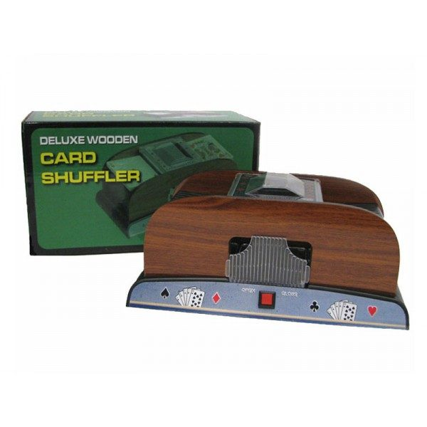 mezclador de cartas en madera